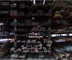 Ampio magazzino di semilavorati, quali tubolari, tubolari per serramenti, trafilati ed altro in ferro ed in acciaio inox , così come per il materiale forgiato e accessoristico.