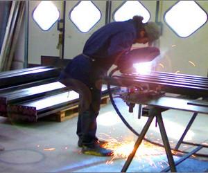 Tettoie, soppalchi, infrastrutture di grosso taglio vengono realizzati  e controllati per caratteristiche tecniche e per livello di finitura.